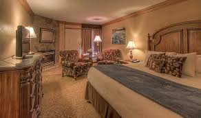 The Inn At Christmas Place Bed Bugs Accommodations By Willow Brook Lodge Hotel In Pigeon Forge Tn