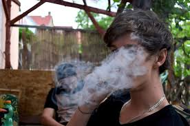 smoking weed in backyard guy smoking weed in back yard never get busted