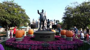 28 when does disneyland start decorating for halloween
