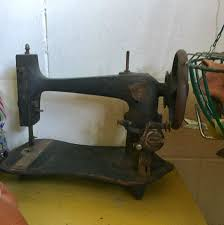 Sewing Machine With Table Find Sewing Machine At Estate Sales
