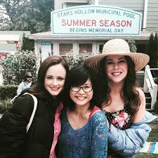 gilmore girls thanksgiving episodes the gilmore girls cast share behind the scenes photos u2013 gilmore