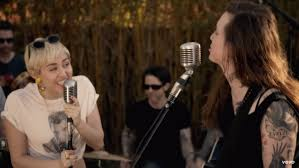 watch miley cyrus u0026 laura jane grace perform u0027true trans soul