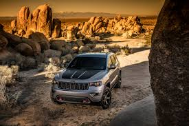 jeep summit 2017 jeep grand cherokee gets trailhawk and updated summit trims for