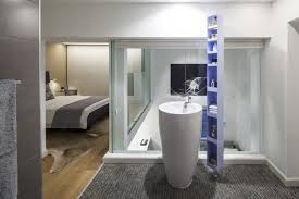 schlafzimmer mit bad schlafzimmer mit bad hinter glaswand loft wohnung in tel aviv