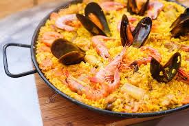 cuisine traditionnelle espagnole paella plat espagnol traditionnel avec crevettes et moules