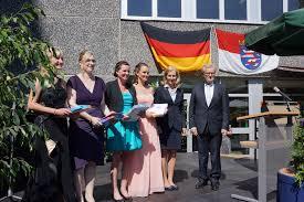 Finanzamt Bad Homburg Staatssekretärin Dr Bernadette Weyland Begrüßt Absolventinnen Und