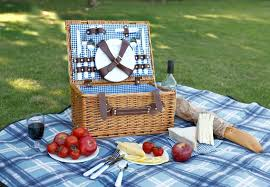 picnic basket set for 2 10 picnic baskets that you can buy right now