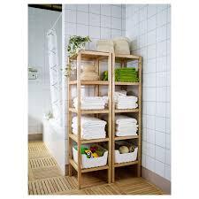 regal fürs badezimmer praktische ecke im badezimmer holz regal für die handtücher
