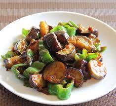 cuisiner le poivron vert aubergine et poivron vert sautés au miso recette centre