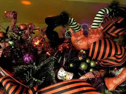 Halloween Decorations For Trees by Are Halloween Trees A Thing Retailers Report Record Spooky Tree