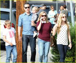 reese witherspoon takes flight after sunday family lunch photo