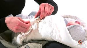 position siege bebe ventre comment utiliser le coussin ergobaby dans le porte bébé 360 en