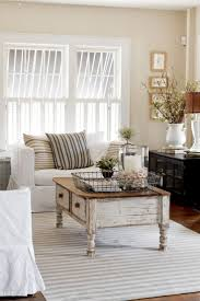Vintage Livingroom Calm White Theme For Vintage Living Room With Wooden Dull Coffe