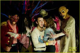 halloween horror nights california vanessa hudgens halloween horror nights with sister stella
