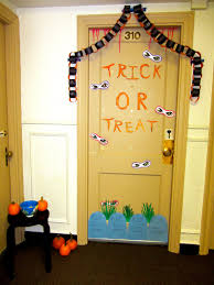 all dressed up everywhere to go halloween door decorating contest