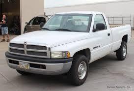 dodge ram 2500 v8 2001 white dodge ram 2500 v8 m auctions proxibid