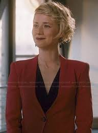 hairstyles of margaux on revenge wornontv margaux s red blazer with cropped back on revenge