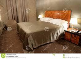 Schlafzimmer Braunes Bett Schlafzimmer Im Braun Stockfoto Bild 56655459