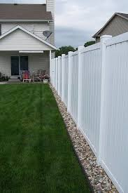 Fence Landscaping Ideas Best 25 Privacy Fence Landscaping Ideas On Pinterest Fence