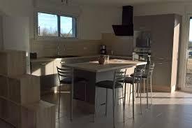 cuisine taupe et bois réalisations cuisine taupe et bois avec îlot central de cuisines