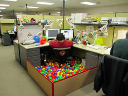 best office decor best cubicle decorations for halloween thrifty blog