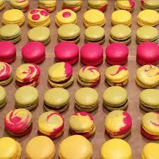 cours de cuisine macarons cours de pâtisserie les macarons multicolores