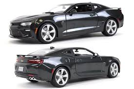 grey camaro amazon com maisto 2016 chevrolet camaro ss special edition 1 18