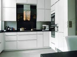 decorer cuisine toute blanche cuisine blanche et grise stunning cuisine blanc gris taupe le