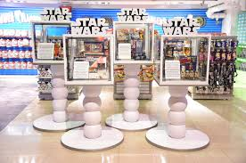 toys r us thanksgiving day sale new star wars toys go on sale tonight and toys r us celebrated all