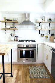 cuisine en blanc cuisine blanche plan de travail bois gris design de maison