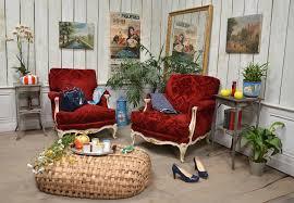 fauteuils rouges antique exports boutique mise en scène