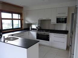 meubles hauts de cuisine beau cuisine sans meuble haut avec installer des meubles hauts dans