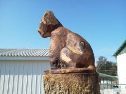 mountain lion statue sculptor creates mountain lion statue out of dying tree in palo cedro