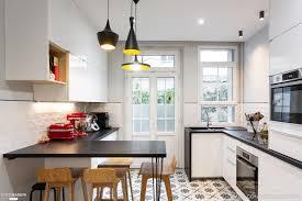 cuisine cote maison une cuisine graphique bien aménagée maison de rêve par côté