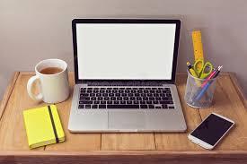 ordinateur portable bureau moquerie de bureau avec des articles d ordinateur portable et de