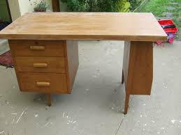 relooker un bureau en bois un bureau des ées 50 relooké pour la chambre de mon grand garçon