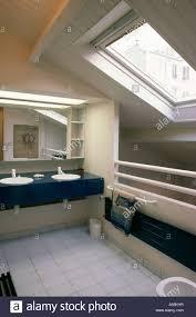 badezimmer doppelwaschbecken modernes loft umbau badezimmer mit velux fenster und