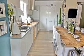 cuisine bois et blanc laqué un joli mélange de bois et de blanc laqué ammenagement cuisine