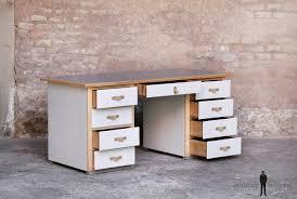 bureau ancien bureau ancien en bois 9 tiroirs gris clair poignée cuir