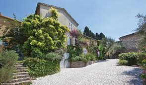 21 Baffling Home Design Fails Picasso Cannes Mansion Fails To Find New Buyer Daily Mail Online