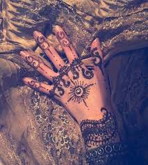 stunning henna tattoos and designs to describe