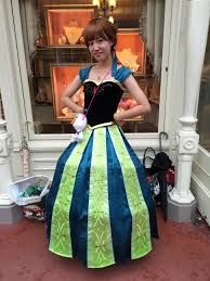 i went to tokyo disneyland cosplay day and it was spectacular