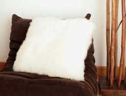 Coussin Fourrure Ikea by Coussin En Peau De Mouton Blanc Simple Face