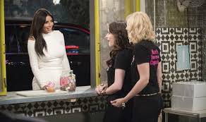Two Broke Girls Memes - 2 broke girls saison 4 kim kardashian mange un cupcake brain damaged