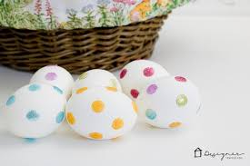 Decorating Easter Eggs Easy by Decorating Easter Eggs With Dots And Glitter Designer Trapped In