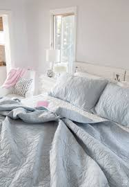 cosmopolitan hotel bedroom thrifty home decorating blogs