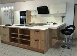 cuisiniste angouleme cuisine équipée aspect bois et laque mate avec bar à voir dans votre