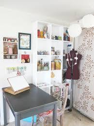 bureau dessinateur design d intérieur coin travail cosy et créatif pour dessinateur