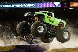monster jam 2015 trucks image double trouble jpg monster trucks wiki fandom powered