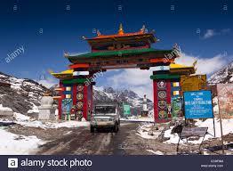 tata sumo india arunachal pradesh sela pass tata sumo 4wd car on high